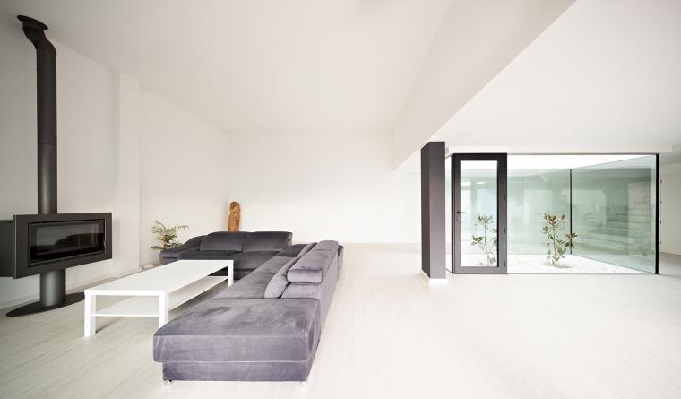 西班牙单亲家庭花园住宅内部房间-西班牙单亲家庭花园住宅第10张图片