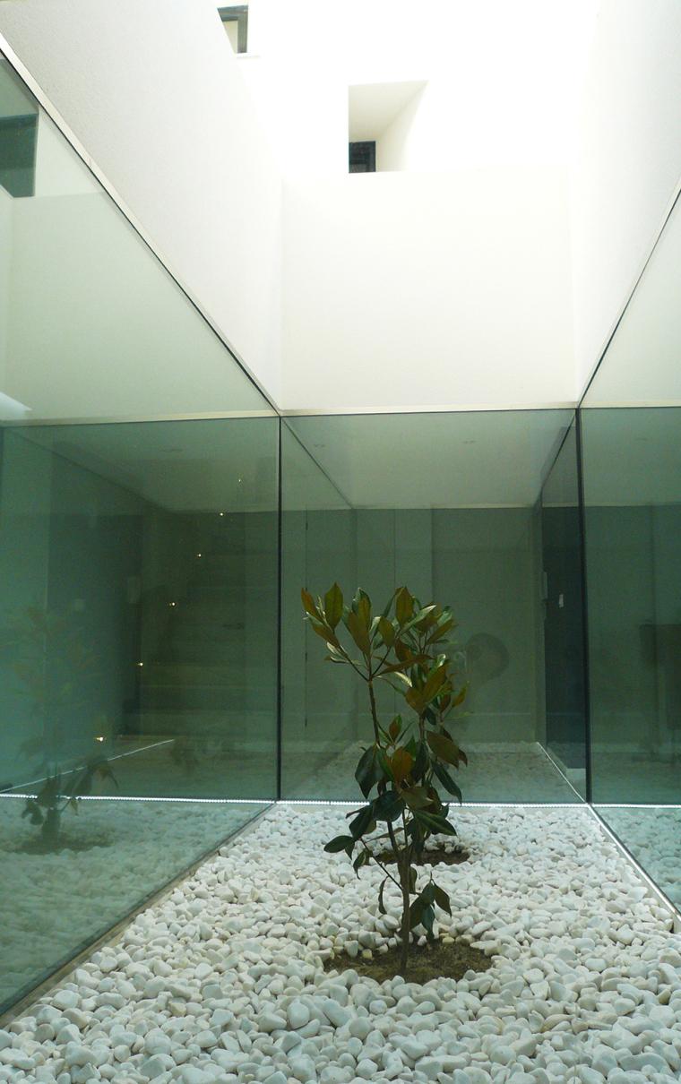 西班牙单亲家庭花园住宅内部空间-西班牙单亲家庭花园住宅第12张图片