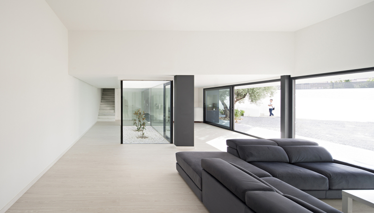 西班牙单亲家庭花园住宅内部实景-西班牙单亲家庭花园住宅第9张图片