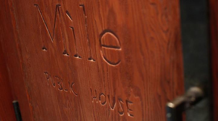 加拿大Míle酒吧餐厅外部门口细节-加拿大Míle酒吧餐厅第8张图片