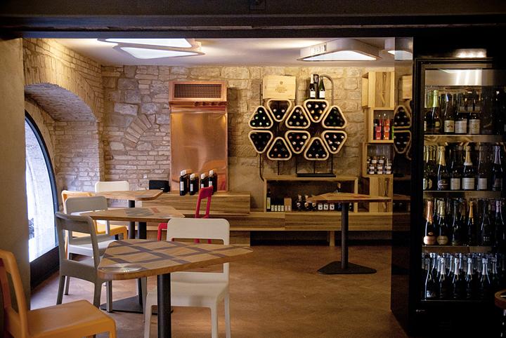 意大利Vivace酒吧餐厅室内门口实-意大利Vivace酒吧餐厅第2张图片