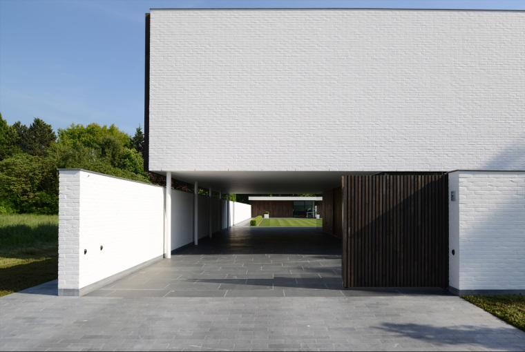 比利时GFR别墅外部背面实景图-比利时GFR别墅第10张图片