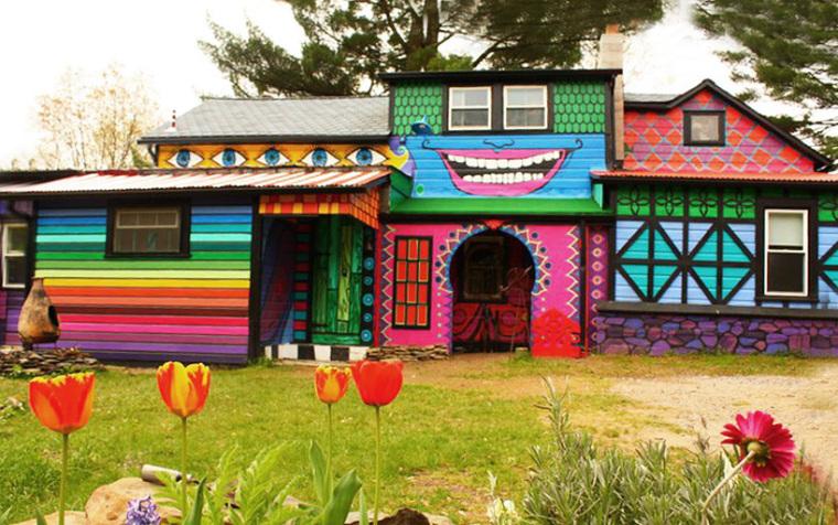 美国艺术家的七彩虹小屋外部局部-美国艺术家的七彩虹小屋第5张图片