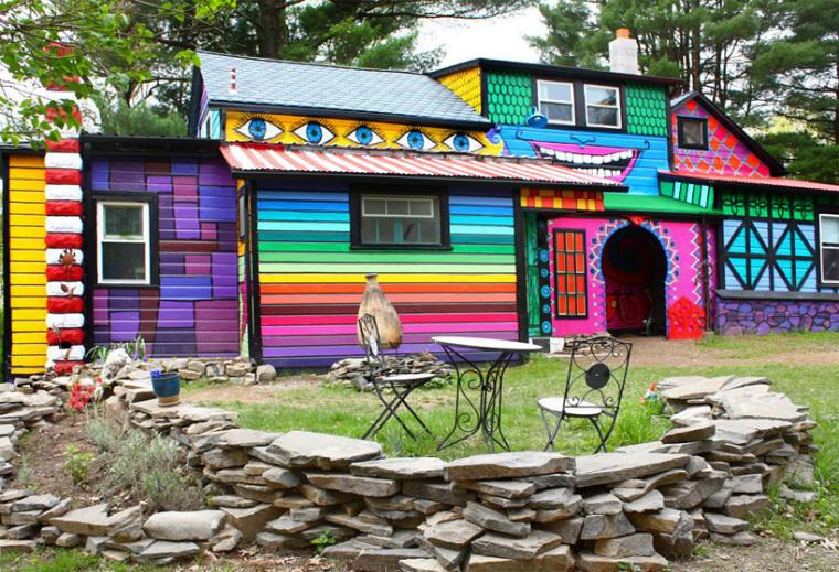 美国艺术家的七彩虹小屋外部局部-美国艺术家的七彩虹小屋第6张图片