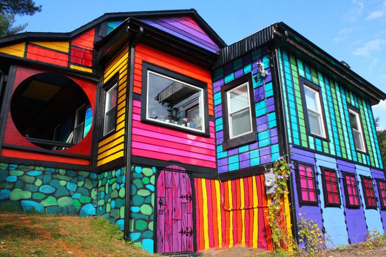 美国艺术家的七彩虹小屋外部细节-美国艺术家的七彩虹小屋第7张图片