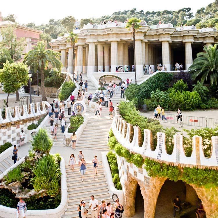 西班牙奎尔公园外部实景图-西班牙奎尔公园第3张图片