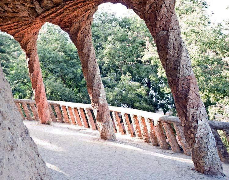 西班牙奎尔公园外部过道实景图-西班牙奎尔公园第4张图片