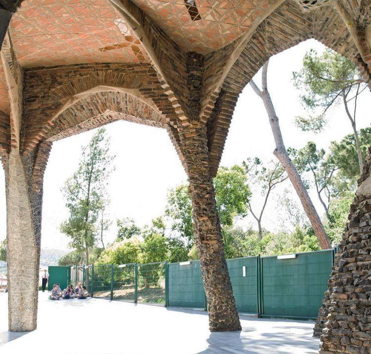 西班牙奎尔公园外部局部实景图-西班牙奎尔公园第8张图片
