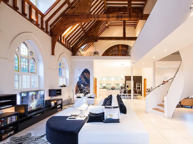英国一间教堂改造成的现代住宅第1张图片