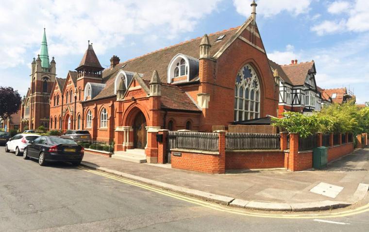 英国一间教堂改造成的现代住宅外-英国一间教堂改造成的现代住宅第14张图片