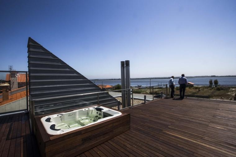 葡萄牙VA别墅外部屋顶实景图-葡萄牙VA别墅第8张图片