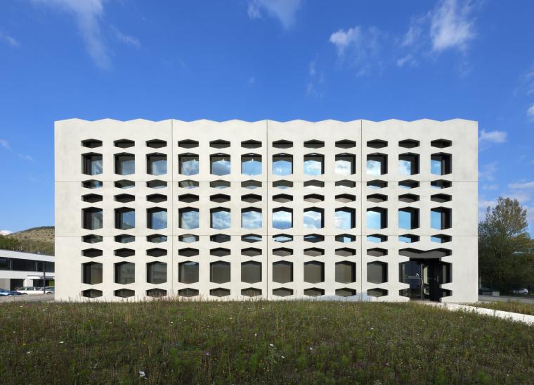 德国纽特拉大楼外部实景图-德国纽特拉大楼第4张图片