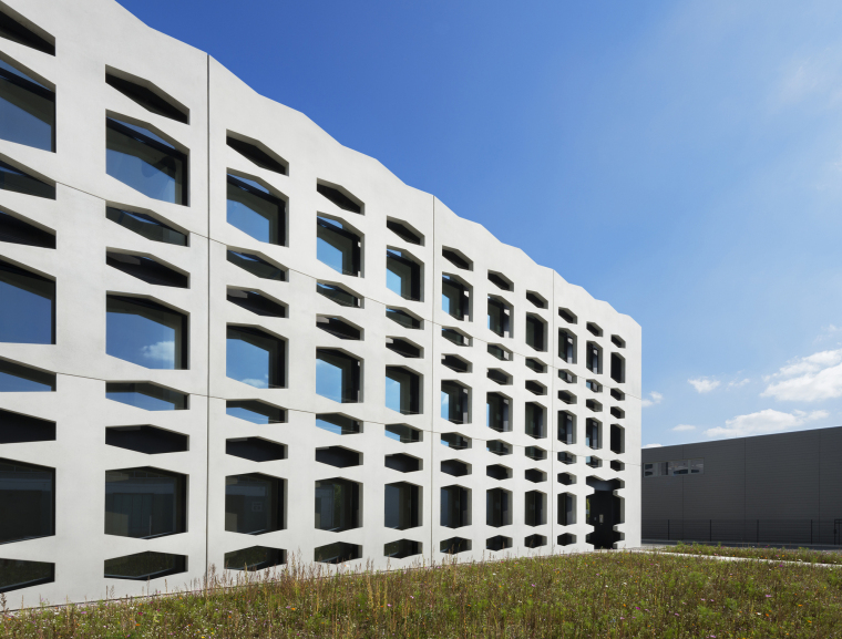 德国纽特拉大楼外部局部实景图-德国纽特拉大楼第10张图片