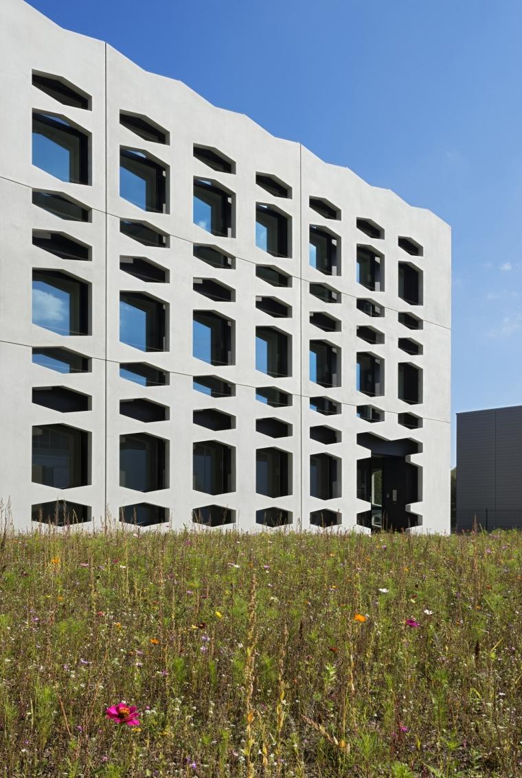 德国纽特拉大楼外部局部实景图-德国纽特拉大楼第11张图片