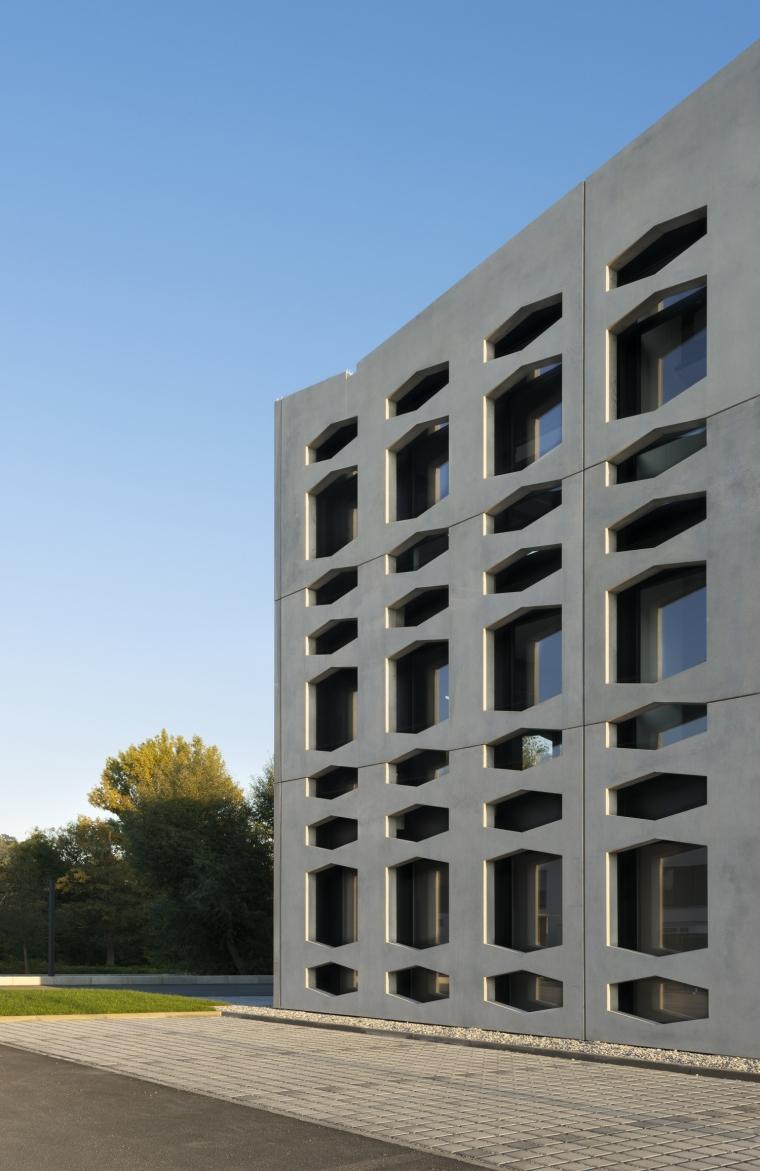 德国纽特拉大楼外部局部实景图-德国纽特拉大楼第12张图片