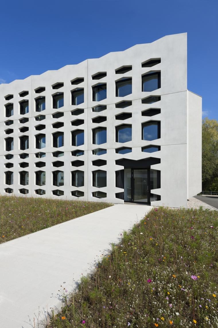 德国纽特拉大楼外部局部实景图-德国纽特拉大楼第13张图片