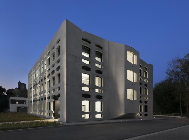 德国纽特拉大楼外部夜景实景图-德国纽特拉大楼第21张图片