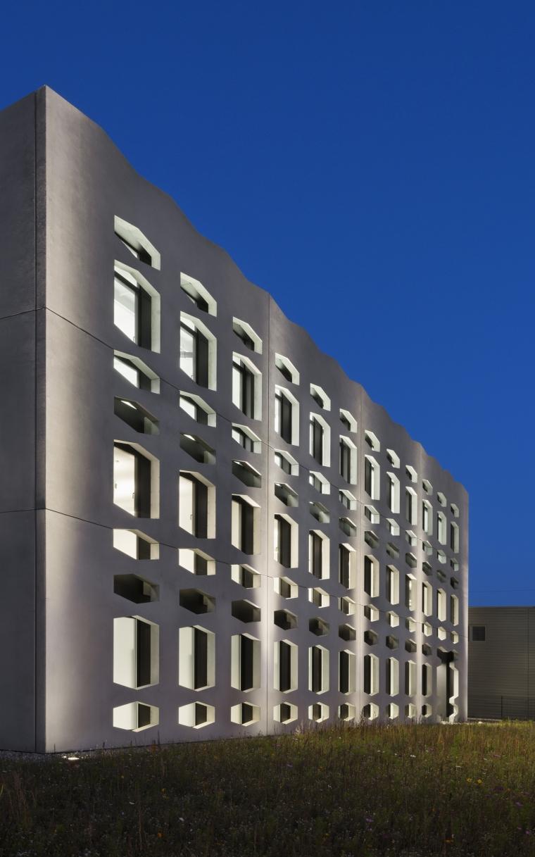 德国纽特拉大楼外部夜景实景图-德国纽特拉大楼第20张图片