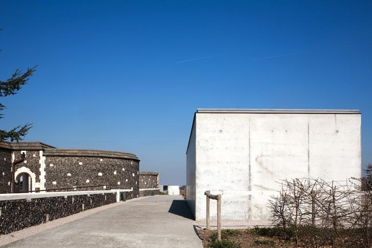 比利时TyneCot墓地入口-比利时Tyne Cot墓地入口外部实景-比利时Tyne Cot墓地入口第8张图片