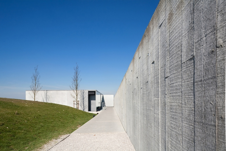 比利时TyneCot墓地入口-比利时Tyne Cot墓地入口外部道路-比利时Tyne Cot墓地入口第16张图片