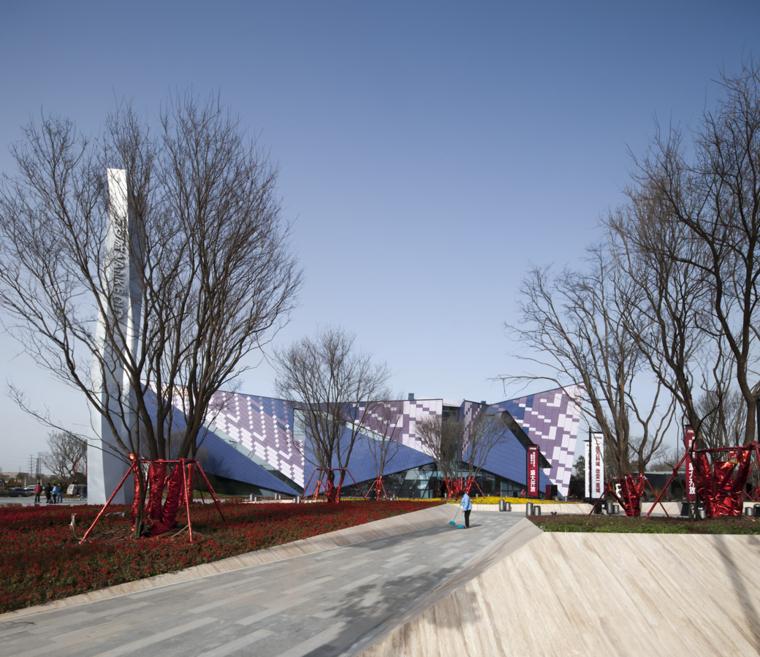 河南郑州万科城售楼中心改造外部-河南郑州万科城售楼中心改造第3张图片