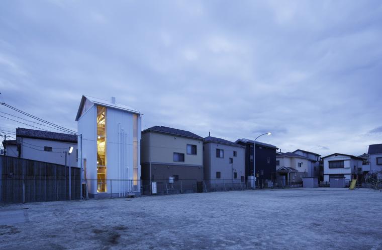 日本白色椴树公寓外部夜景实景图-日本白色椴树公寓第5张图片