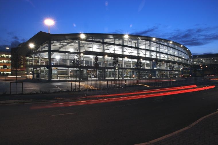 盖茨黑德城铁中心外部夜景实景图-盖茨黑德城铁中心第3张图片