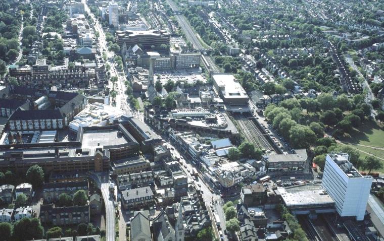 英国伊林狄更斯广场外部效果图-英国伊林狄更斯广场第2张图片