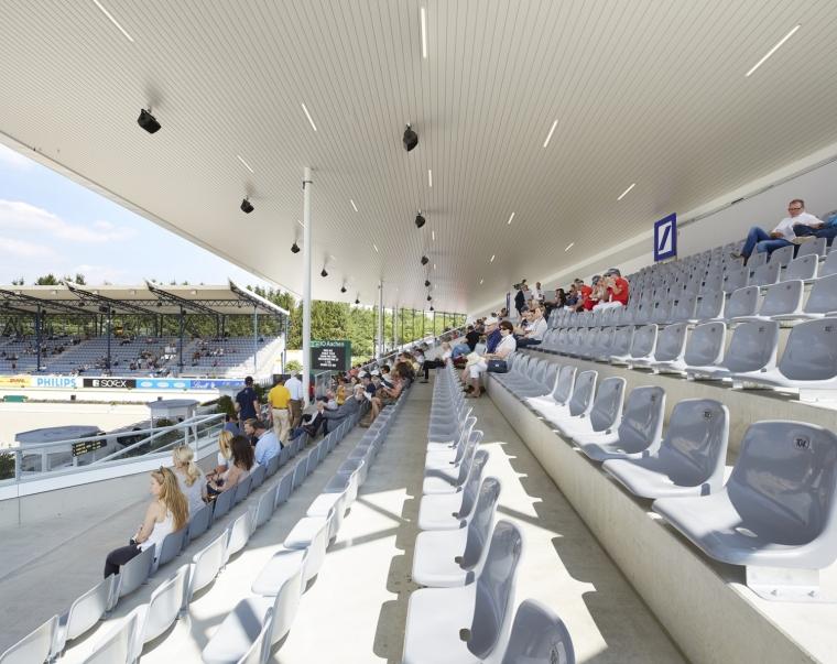 德国马术竞技场外部座位席实景图-德国马术竞技场第4张图片