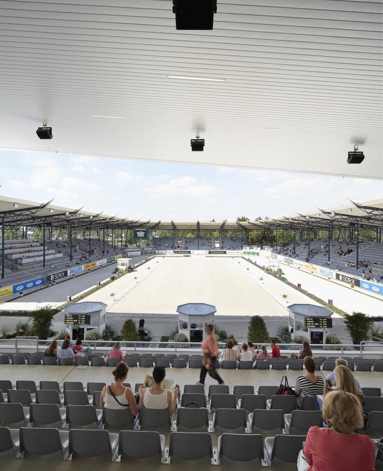 德国马术竞技场外部座位席实景图-德国马术竞技场第6张图片