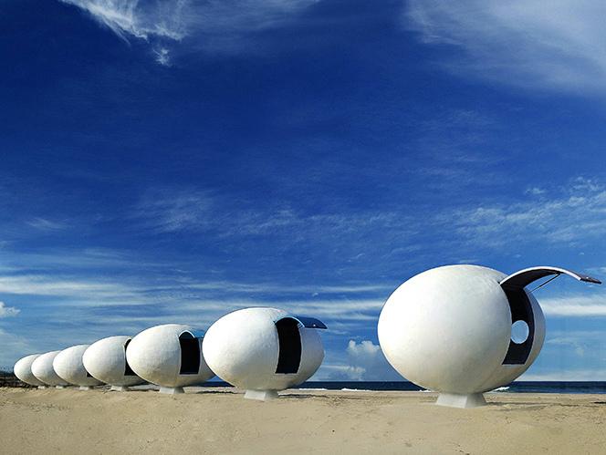 韩国海岸巨蛋型胶囊房