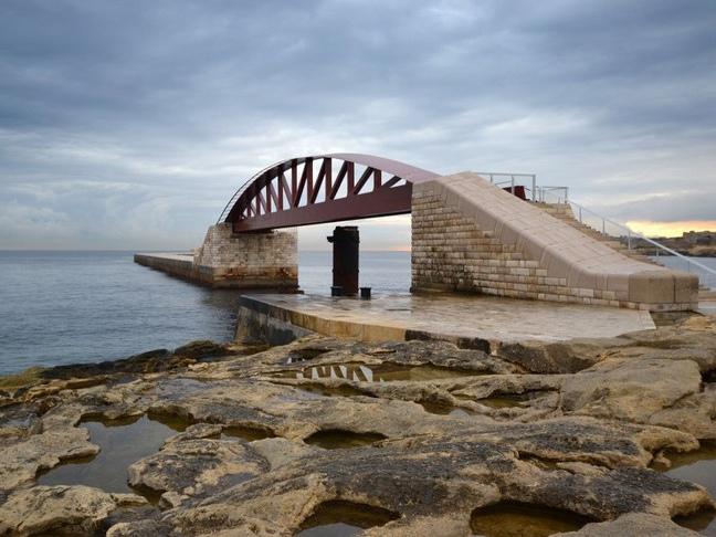 马耳他新圣埃尔莫防洪堤人行桥