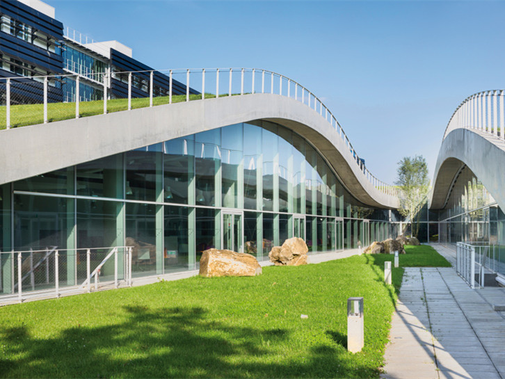 法国带有绿色屋顶的巴黎校园