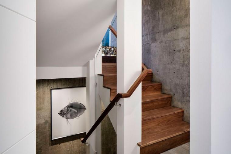 美国拉古娜滨海豪宅室内过道实景-美国拉古娜滨海豪宅第18张图片