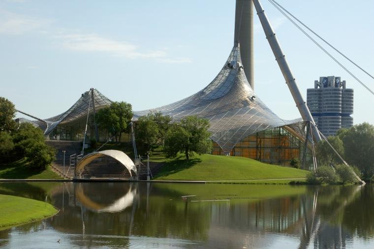 慕尼黑奥林匹克体育场外部实景图-慕尼黑奥林匹克体育场第5张图片