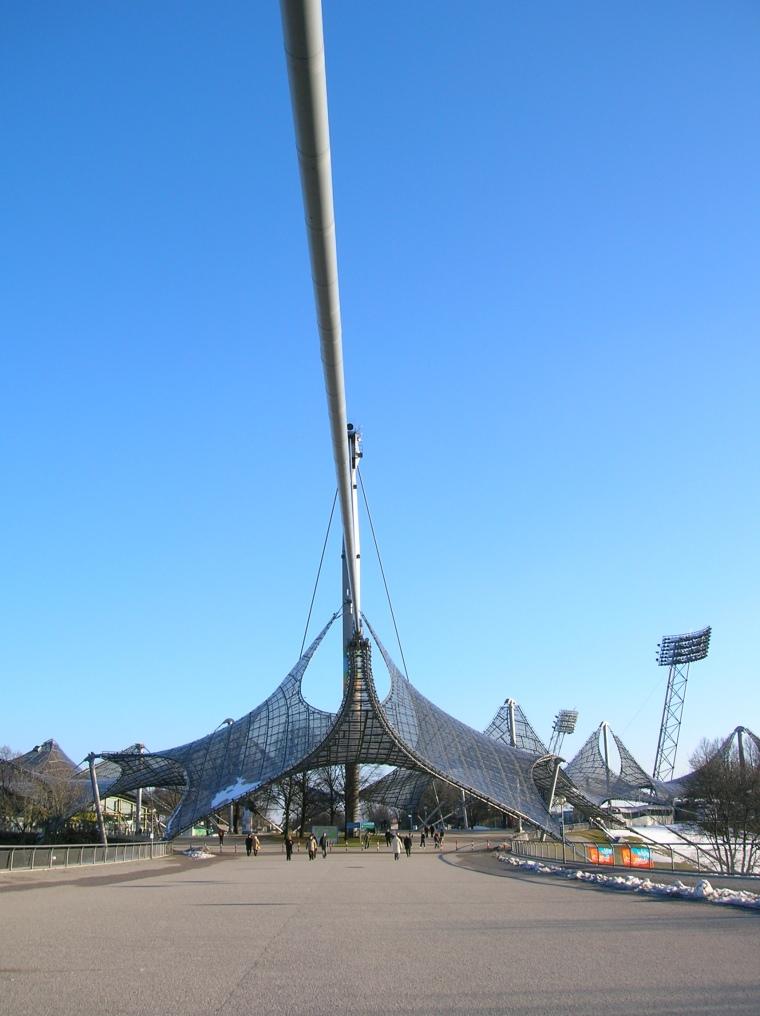 慕尼黑奥林匹克体育场外部实景图-慕尼黑奥林匹克体育场第7张图片