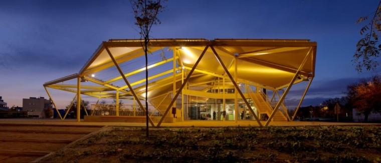 西班牙生态城广场外部夜景实景图-西班牙生态城广场第11张图片