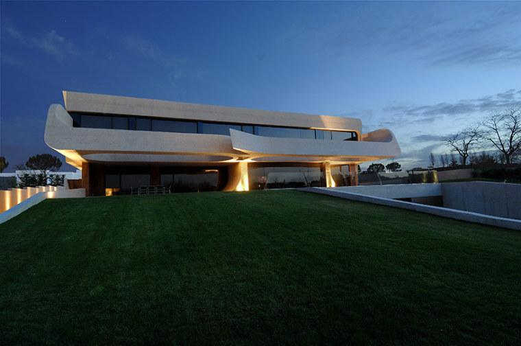西班牙mocha住宅翻新外部夜景实景-西班牙mocha住宅翻新第15张图片