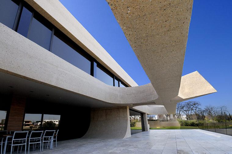 西班牙mocha住宅翻新外部侧面实景-西班牙mocha住宅翻新第7张图片