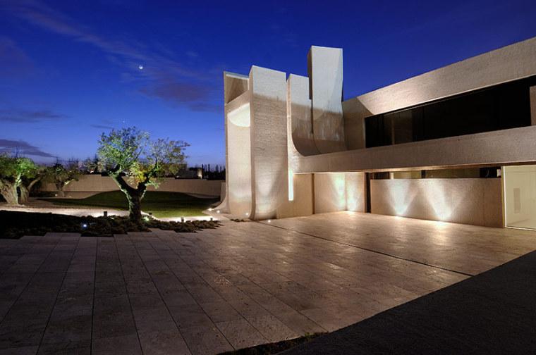 西班牙mocha住宅翻新外部夜景实景-西班牙mocha住宅翻新第18张图片