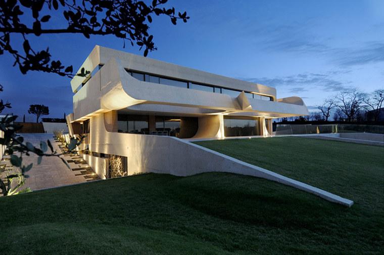 西班牙mocha住宅翻新外部夜景实景-西班牙mocha住宅翻新第16张图片
