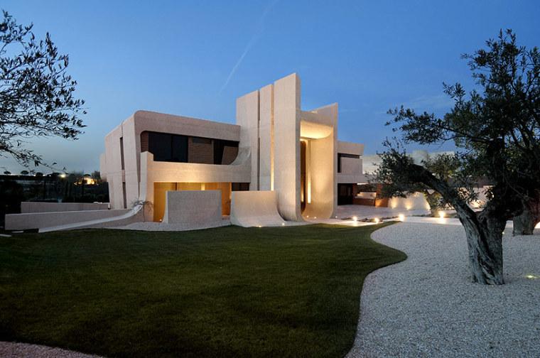西班牙mocha住宅翻新外部夜景实景-西班牙mocha住宅翻新第12张图片