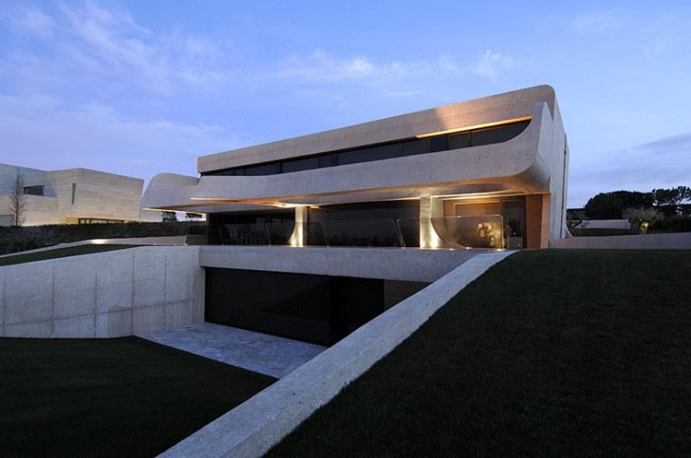 西班牙mocha住宅翻新外部夜景实景-西班牙mocha住宅翻新第14张图片