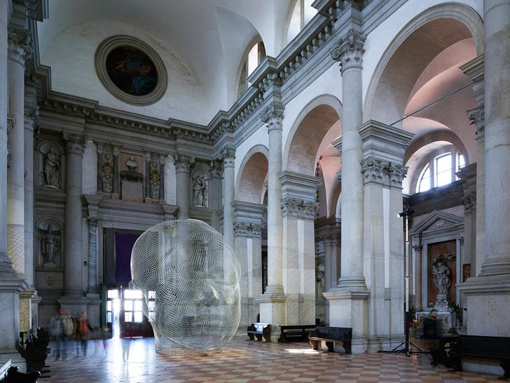 意大利教堂雕塑装置