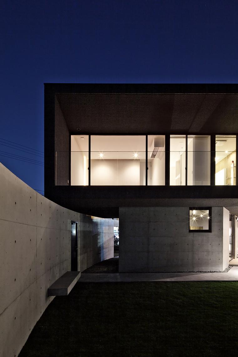 日本悬浮住宅外部夜景实景图-日本悬浮住宅第19张图片