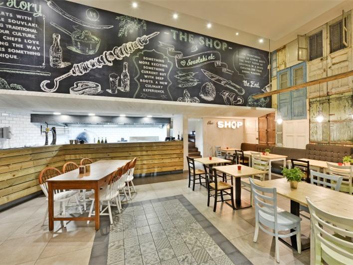 US现代建筑资料下载-塞浦路斯Shop Souflaki Etc现代酒馆