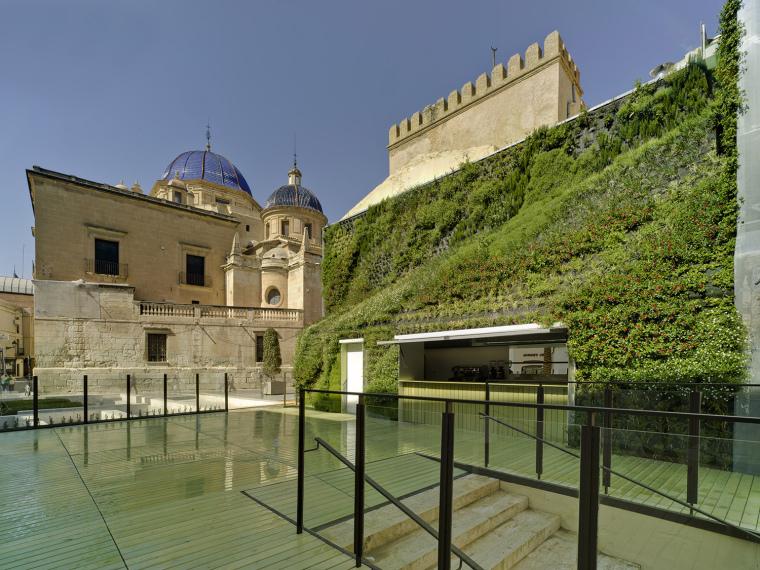 西班牙绿墙咖啡厅