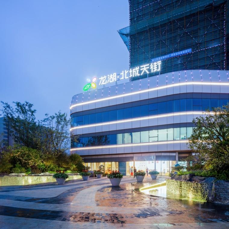 上海龙湖北城天街售楼处外部夜景-上海龙湖北城天街售楼处第11张图片