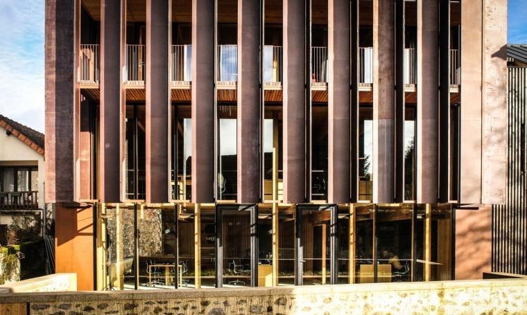 法国勒鲁热综合楼外部局部实景图-法国勒鲁热综合楼第3张图片