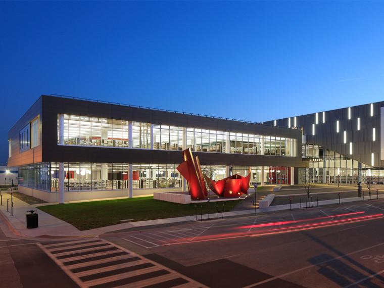 美国锡达拉皮兹市公共图书馆